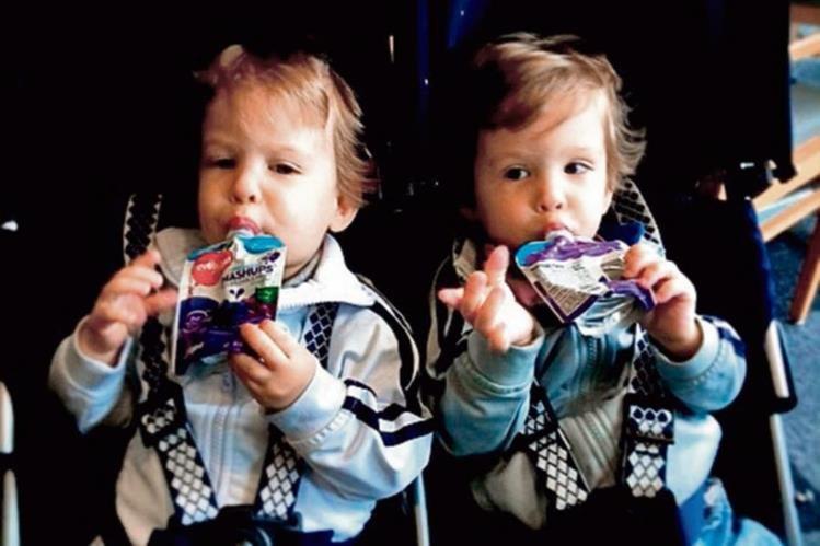 Ventur Travel, Viajar niños comiendo en el vieja.jpg