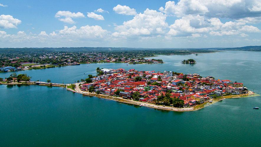 Isla-de-Flores-Peten-es-uno-de-los-pueblos-mas-pintorescos-del-mundo-885x500.jpg